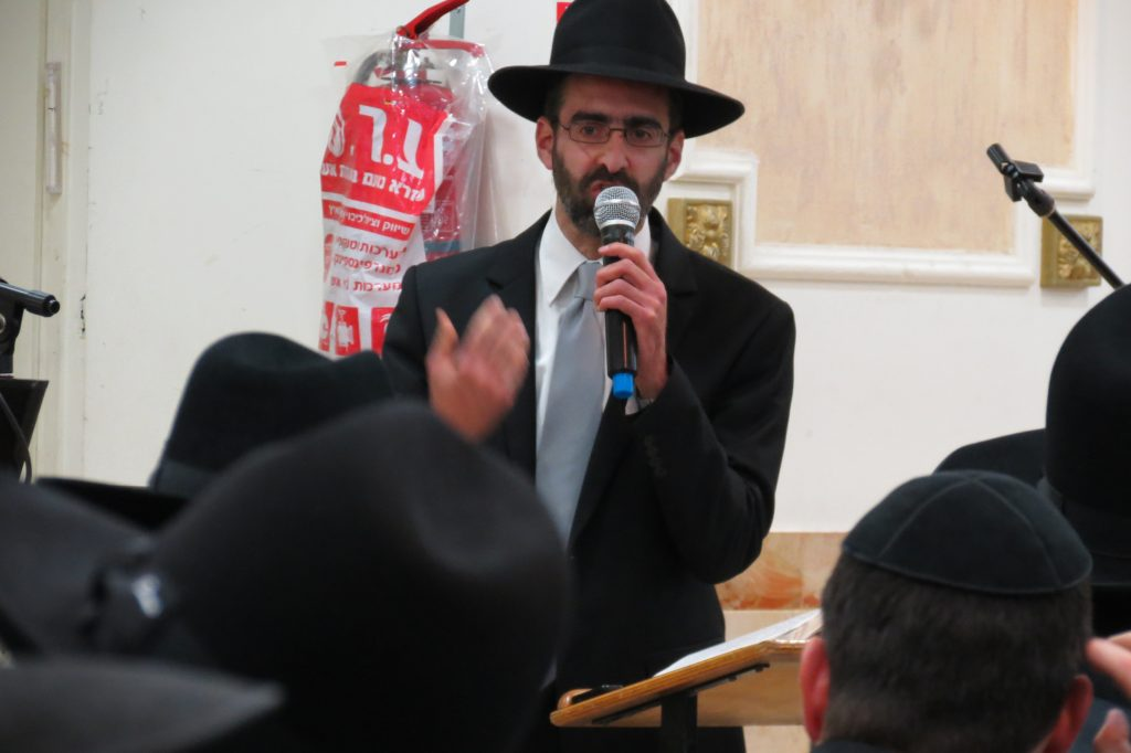 "Rabbi Meir Arnold speaking about ""Koach Hatzibur"" at the BTYA Melaveh Malkah"