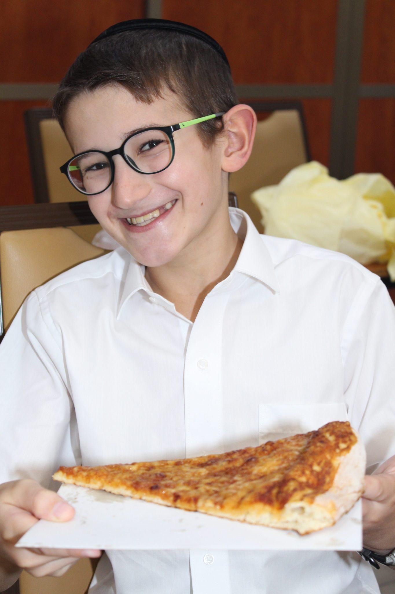 Avos uBanim Pizza Party